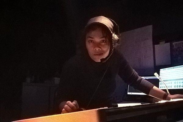 La Calédonienne est directrice technique et créatrice lumière au sein de la compagnie Julien Lestel