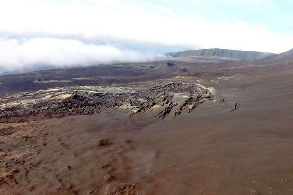 """Piton de la Fournaise : le dernier cône volcanique baptisé """"piton Voulvoul"""""""
