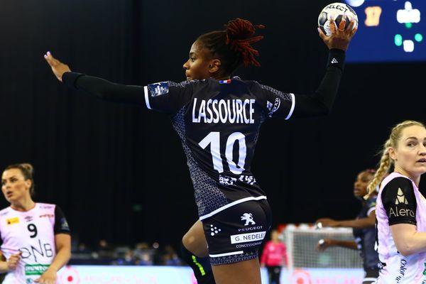 Coralie Lassource handball