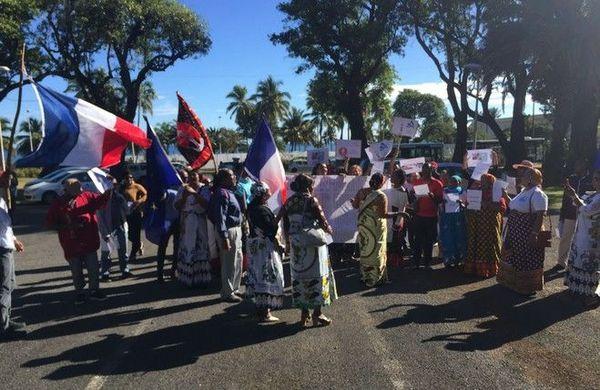 Mayotte vols tarifs air austral manifestation devant la préfecture 150619