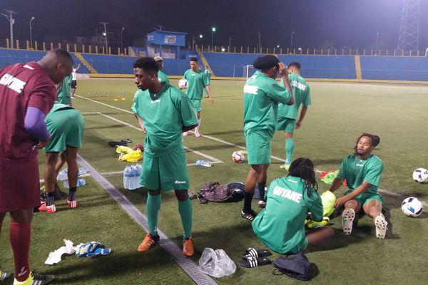 Les Yana Dòkò à l'entraînement au stade Sylvio Cator