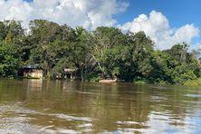 Maroni en crue, inondation dans les écarts de Grand-Santi