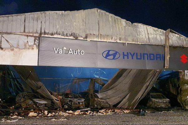 Kourou : un incendie ravage le garage d'un concessionnaire automobile