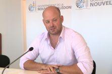 Christopher Gygès présentant les décisions du gouvernement.