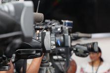 Caméras, appareils photos et smartphones lors d'un fait d'actualité.