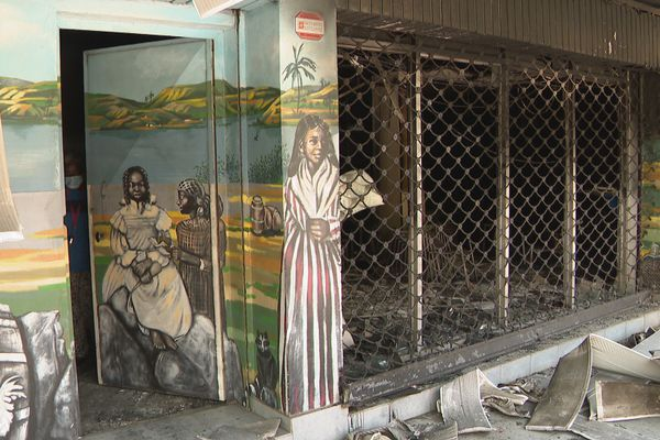 Centre de vaccination incendié