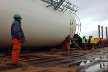 300 tonnes de matériel doivent être déchargées avant le week-end.