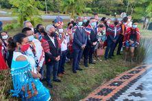 Les élus, le préfet et les personnalités rassemblées tôt ce 9 oaût pour la cérémonie chamanique à Matoury