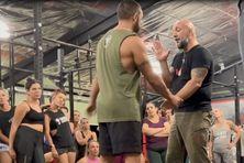 Un stage de self-défense dispensé par l'instructeur Fabrice Mery à des Nouméennes le 28 mai 2021