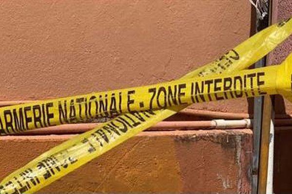 Scellés apposés par la gendarmerie sur la maison de Grand Case, théâtre de la tuerie