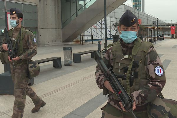 militaire féminin opération sentinelle