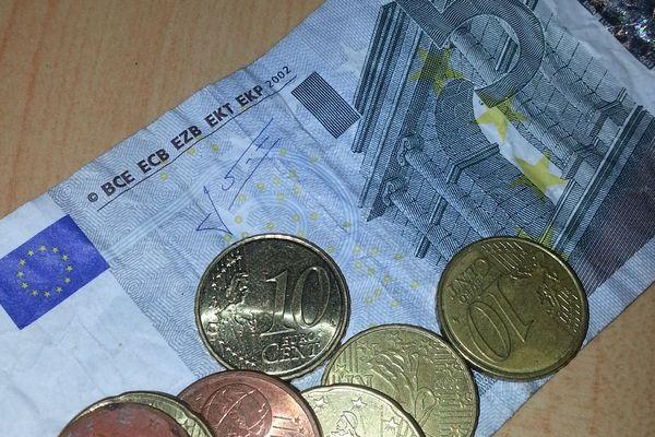 Billet de 5 euros et pièces