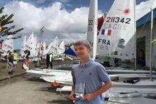 Hugo Nicolas occupe la 4e place au classement général du championnat de la Ligue de voile de Martinique dans la série Optimist Minimes.