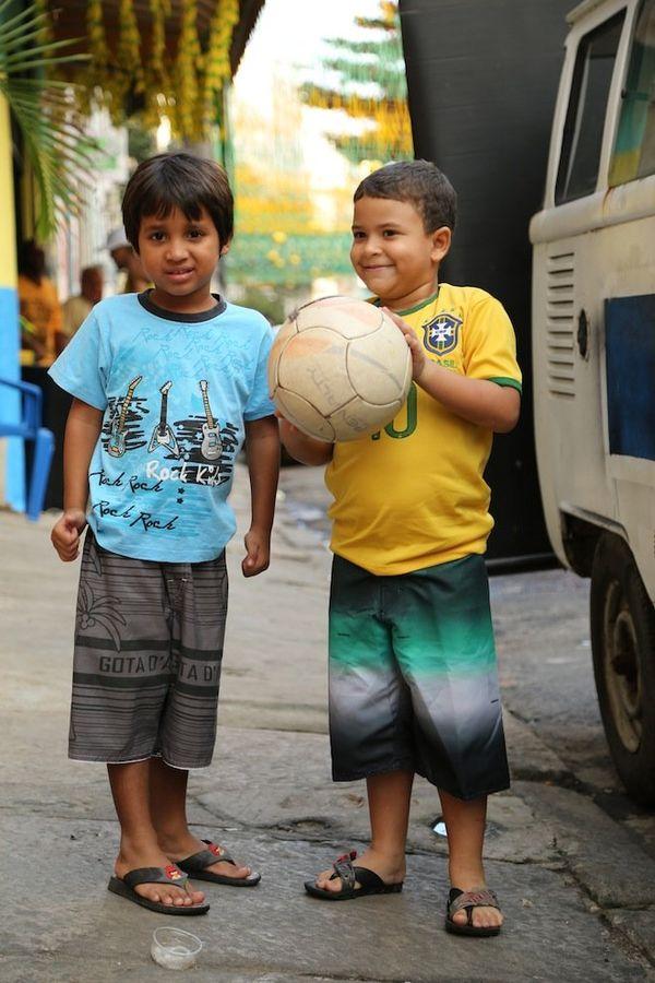 enfants foot ballon brésil