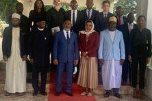 Bakole Adeoye (2e au 1er rang à partir de la gauche) et Azali Assoumani (3e en partant de la gauche) ont une vision identique de la situation politique en Union des Comores et appellent l'opposition au dialogue sans condition.