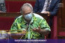 Capture d'écran de l'échange de questions entre le député Moetai Brotherson et le ministre de la santé, Olivier Véran.