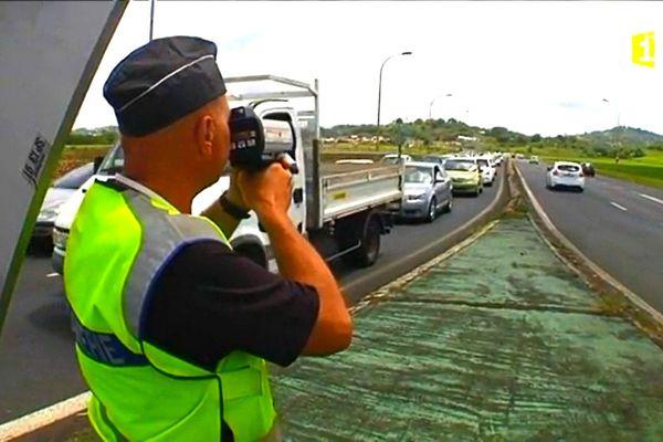 Contrôle routier vitesse gendarme