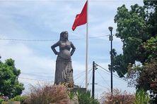 Une statue de la mulâtresse Solitude, symbole de la résistance guadeloupéenne à l'esclavagisme, est érigée sur le boulevard des Héros aux Abymes en Guadeloupe. • ©Guadeloupe Tourisme