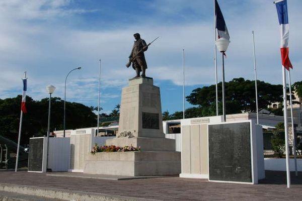 L'imposant monument aux morts de Nouméa