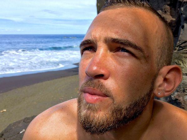 Jérémy Payet en entrainement sur la plage de Ti Sable à Saint-Joseph.