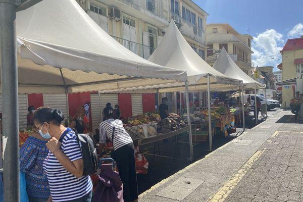 Des stands au marché de Noël de Fort-de-France