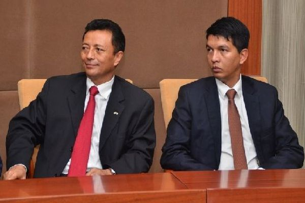 Ravalomanana et Rajoelina côte à côte