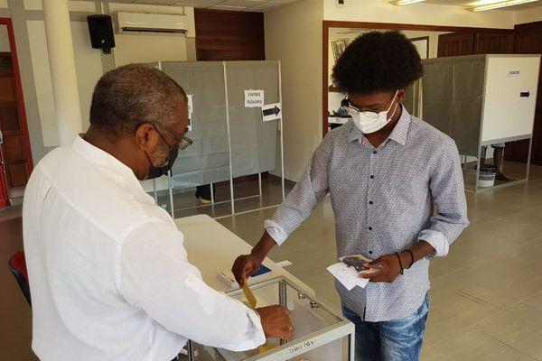 Elections CTG 1er tour et 1er vote pour un jeune à Macouri