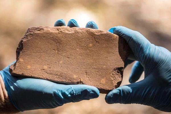 Outil en pierre trouvé sur le site archéologique australien de Madjedbebe (2015)