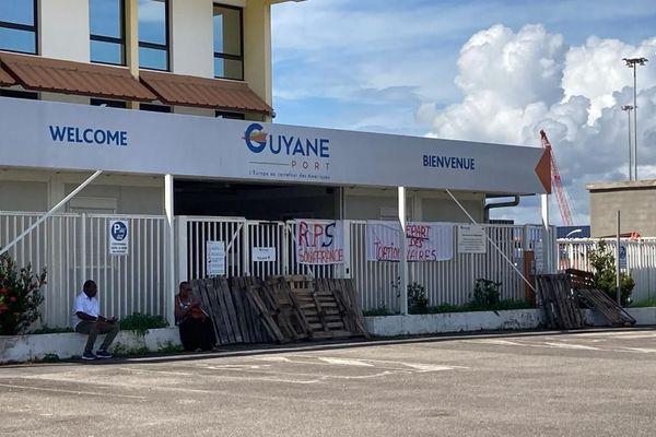 L'entrée du Grand Port maritime de Guyane bloquée
