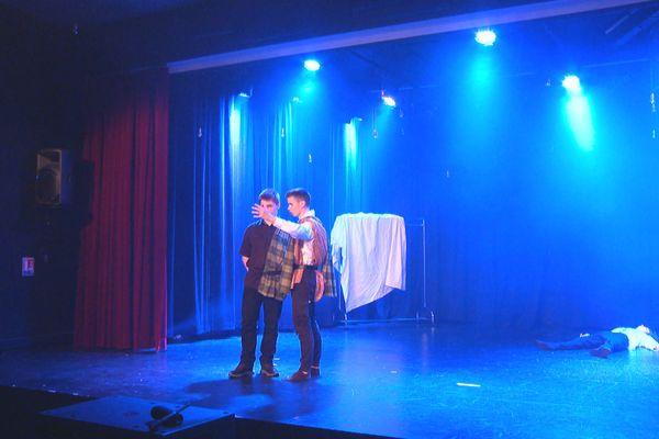 Macbeth jouée pour la première fois par des adolescents au centre culturel et sportif de Saint-Pierre