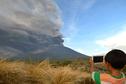 Pacifique : un volcan de Bali crache des cendres et perturbe le trafic aérien