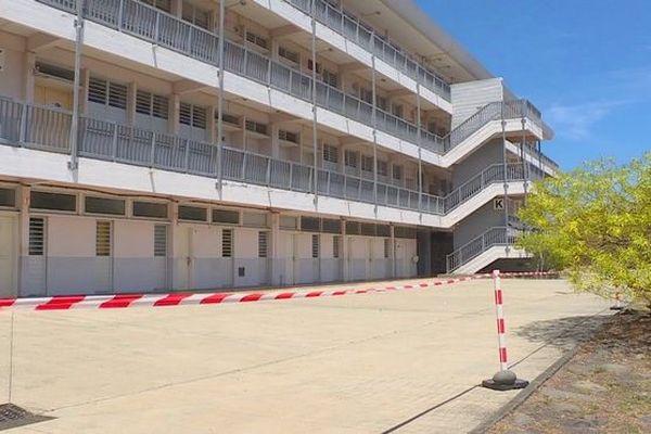 Lycée Lepervanche au Port sous scellés danger 021219