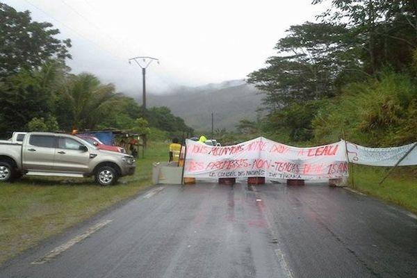 Barrage sur la transversale par les habitants de Tiwaka
