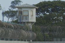 L'un des miradors de la prison de Ducos (Martinique).