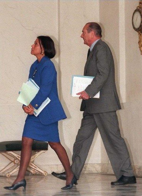 Le Président Jacques Chirac et Margie Sudre secrétaire d'Etat à la Francophonie en 1997 à l'Elysée à l'issue du conseil des ministres