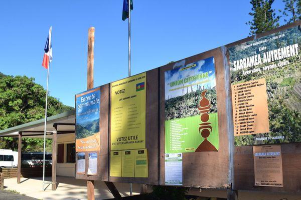 Election à Sarraméa, listes affichées devant mairie, 2018