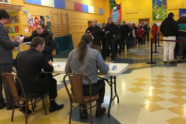 A 10h30, le bureau de vote Henriette Bonin est bondé