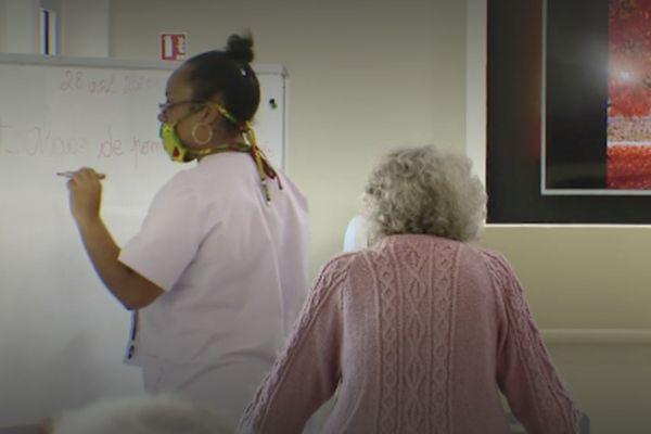 Covid-19 : la vaccination débutera le 22 février dans les structures pour personnes âgées