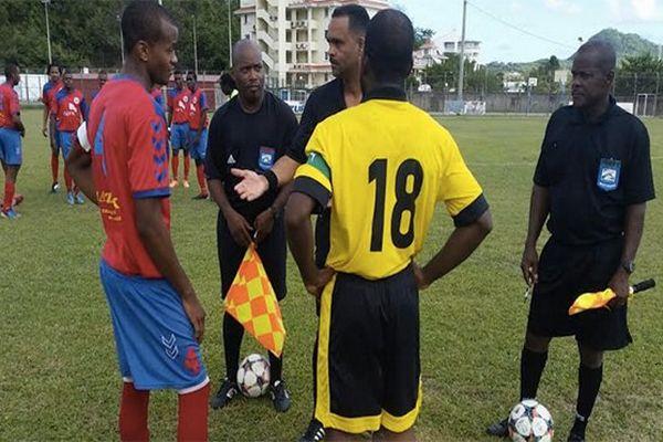 Joueurs et arbitres de football