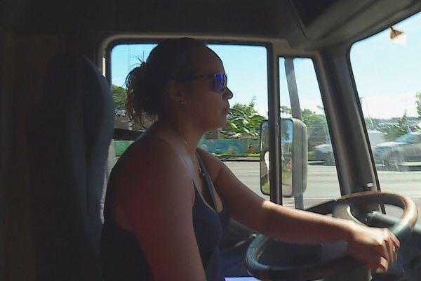 Maina Teihoarii, passionnée par son métier de chauffeur poids lourd