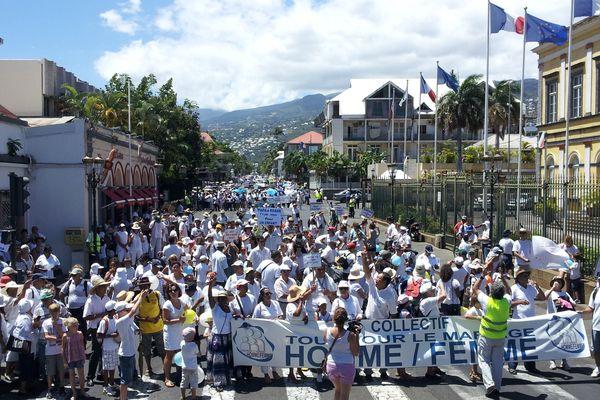 4000 manifestants à Saint-Denis
