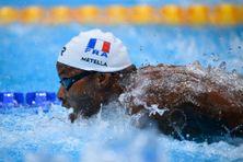 Mehdy Metella lors de la course du 4x100 m quatre nages à Tokyo le 30 juillet 2021.