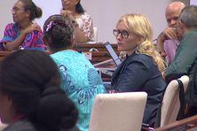 Annie Qaeze (à gauche de l'image) et Virginie Ruffenach (au milieu), dans l'hémicycle du Congrès en mai 2020.