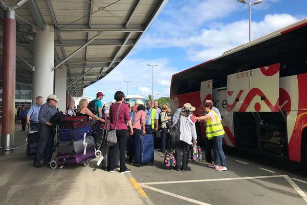A 380 de Qantas Dallas-Sydney dérouté, 18 janvier 2020, prise en charge des passagers