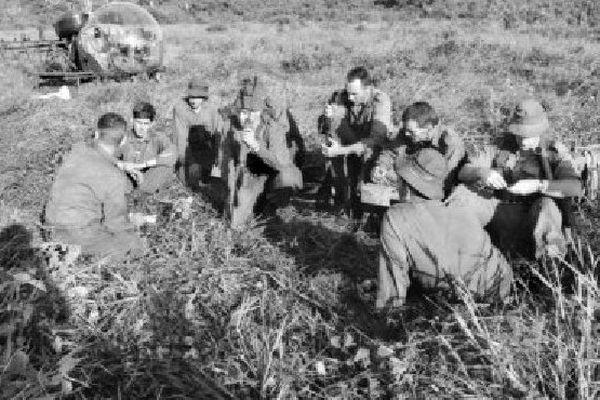 Des soldats australiens à Long Tan, avant la bataille.