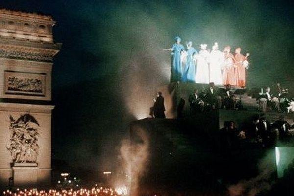"""Défilé """"La Marseillaise"""" le 14 juillet 1989 à Paris"""