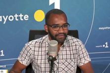 L'historien Inssa de Nguizijou estime qu'il y a eu une rupture de la transmission de l'histoire entre les générations de Mayotte.