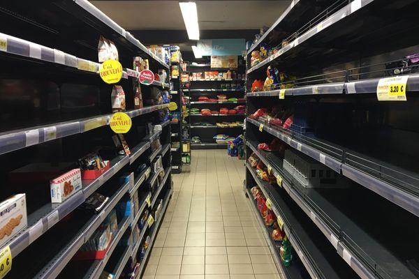 supermarché vide 23 11 18 AB