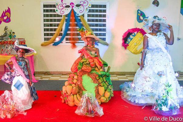 Préparation du carnaval de Ducos