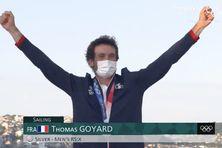 Thomas Goyard savoure sa médaille d'argent olympique.